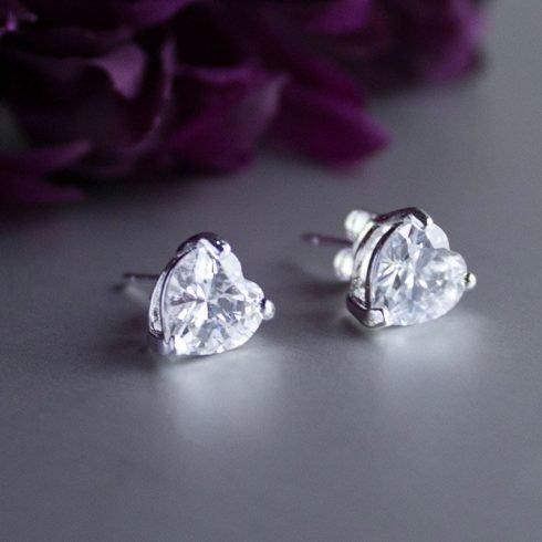 Zilveren-oorbellen-met-witte-zirkonia-hart