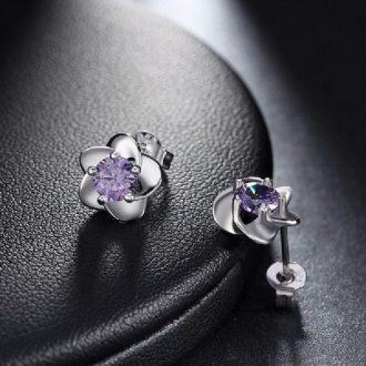 Bloemetje oorbellen met paarse zirkonia