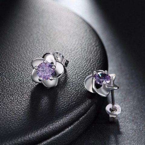 Bloem oorbellen met paarse zirkonia