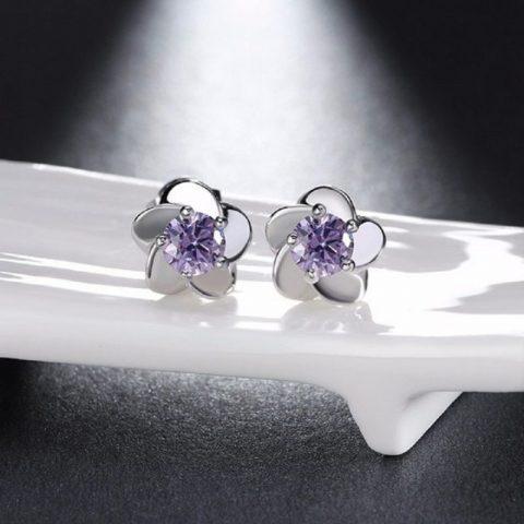 Bloem oorbellen met zirkonia paars voorkanr